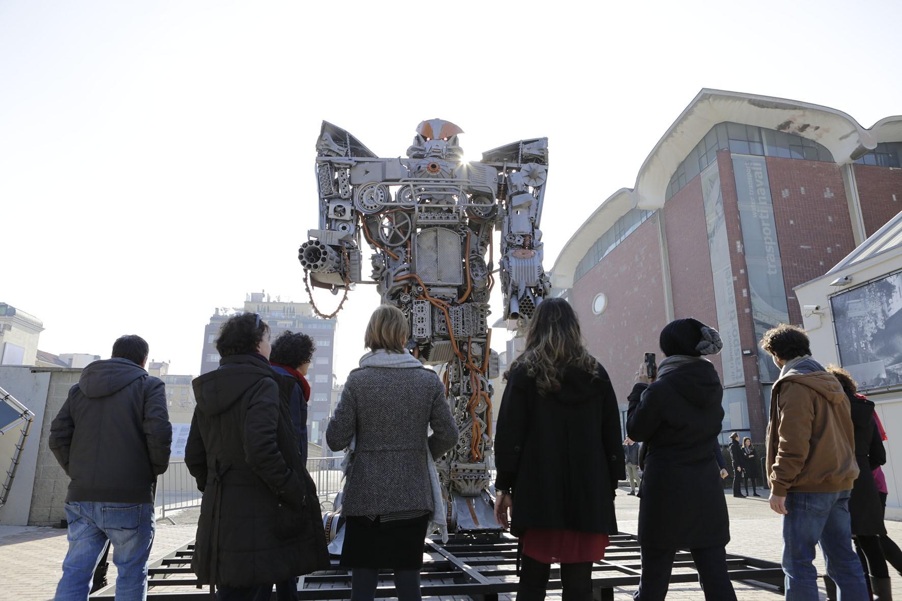 Amici arcisti amate i robot? Ecco un'occasione da non perdere! Ispirate ai celebri Transformers, alieni robotici che diventano mezzi di trasporto, le gigantesche creazioni dell'artista montenegrino Danilo Baletic invadono pacificamente il Museo Nazionale della Scienza e della Tecnologia. Prima tappa di un tour mondiale, apre al pubblico del Museo da domani, venerdì 3 marzo, fino […]